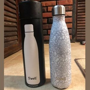 🆕 S'well Stainless Steel Bottle 17oz - White Lace